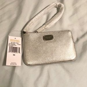 ✨BRAND NEW W/ TAGS✨ Michael Kors wristlet